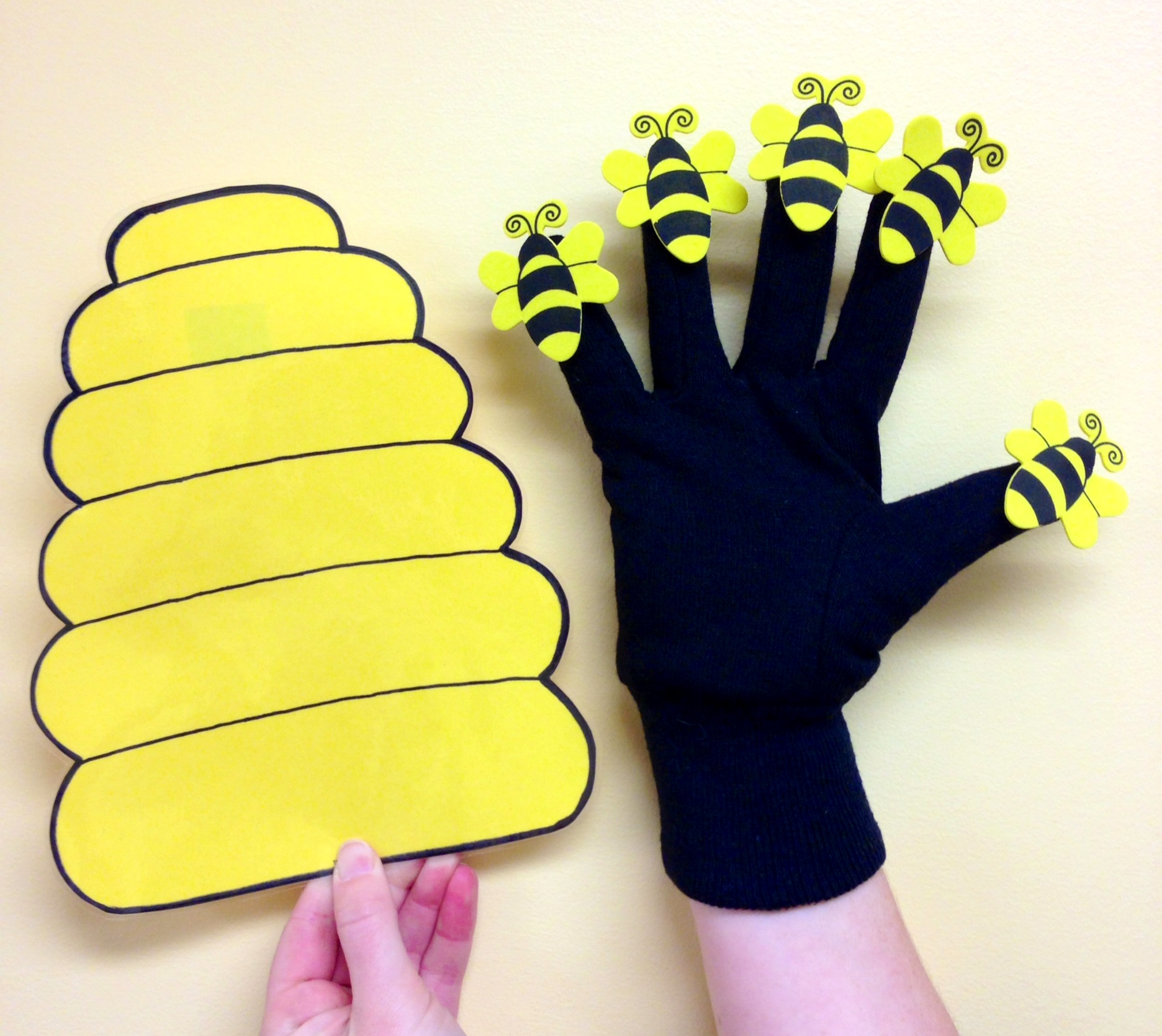 Bugs bugs bugs sunflower storytime for Bee finger puppet template