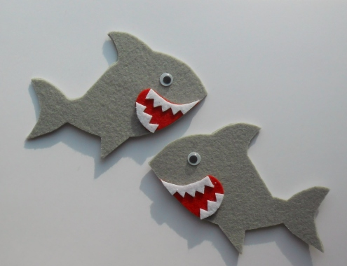 Two little sharks fingerpuppets & rhyme